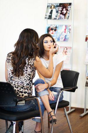 Эксперты рассказали, как скрыть усталость — секреты макияжа