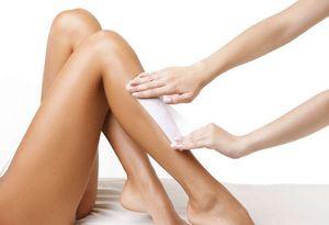 Эпиляция воском — популярная процедура для бровей