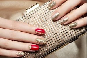 Как приклеить стразы на ногти