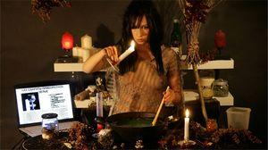 Как приворожить парня на расстоянии с помощью еды и фотографии, на месячные, на свечах и воде
