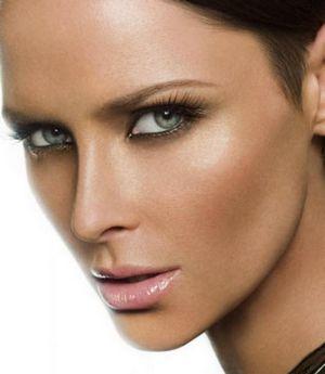 Как сделать красивый макияж для каре и зеленых глаз