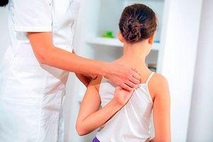 Как сохранить здоровье позвоночника ребенка? профилактика сколиоза