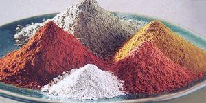 Маска для лица из глины белой, голубой и черной с маслом: домашние рецепты