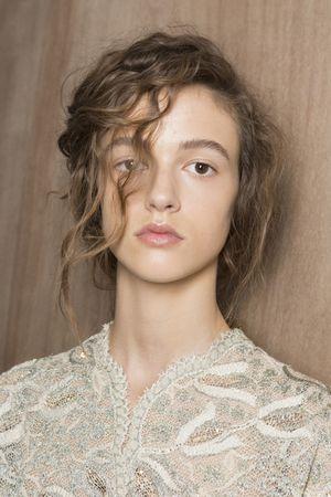 Модные прически сезона: 5 самых актуальных идей с парижских подиумов
