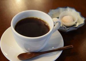 Можно ли пить кофе в жару: правила и альтернативы