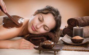 Особенности шоколадного обертывания. где эффективнее: в салоне или дома?