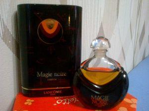 Женщина и аромат (femme rochas, opium, poison, magie noire и т.д)