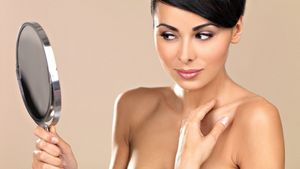 Женская красота: уход за кожей на локтях и коленях