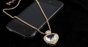 Золотые подвески сердечки: в виде двух половинок, с бриллиантами и камнями сваровски, новинки 2016 года с фото